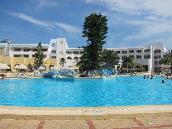 Ramada Liberty Resort Hotel : panorama na hotel