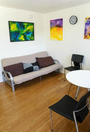 The M Ashland Motel: Sitting area in studios and suites