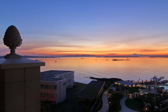 Oak Bay Beach Hotel: Before sunrise