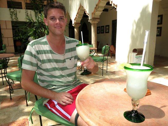 Hotel & Bungalows Mayaland: Enjoying great cocktails in the garden