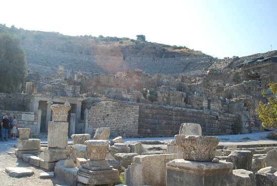 Efes Antik Kenti Tiyatrosu: The Grand Theater looking from Habour Street