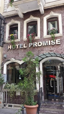 Hotel Promise: The front of the hotel