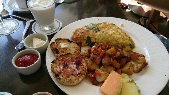 Costa d'Este Beach Resort & Spa: Our breakfast