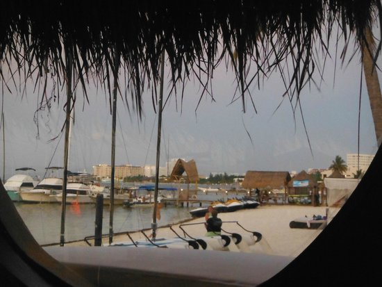 Temptation Cancun Resort: View from porthole in Asian restaurant
