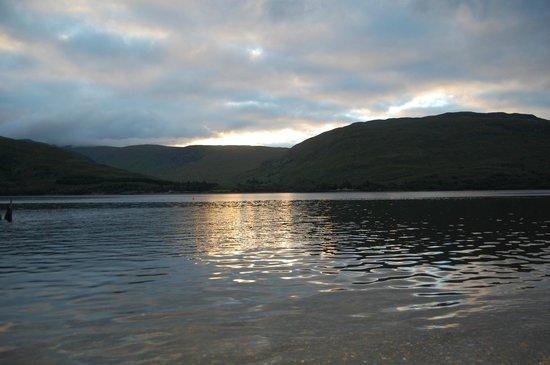 Clan Macduff Hotel: View over Loch Linnhe
