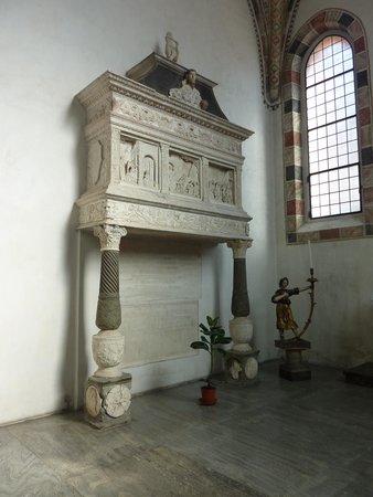 """Sainte-Marie-des-Grâces (Santa Maria della Grazie) : Monument """"Della Torre"""" par Cazzaniga (1483)"""