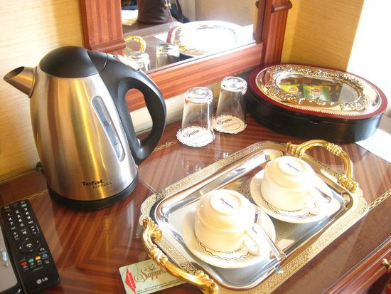 Hotel Sapphire: Complimentary Room Amenities (coffee & tea)