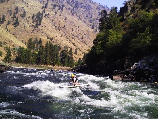 Mountain River Outfitters: First time SUP boarding the rapids