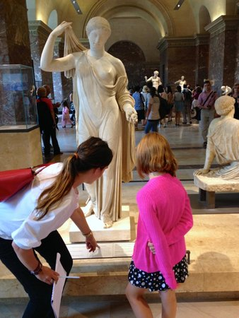 Paris Muse Private Tours: Tourguide Claire helping Charlotte better appreciate the masterpieces at the Louvre