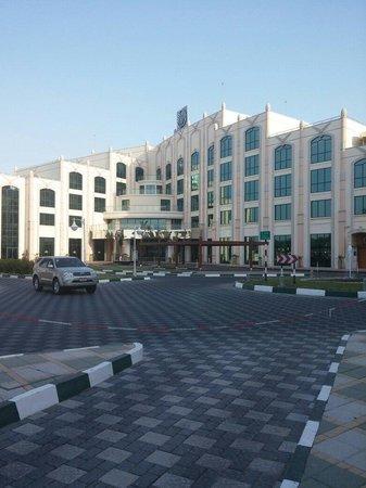 Al Ain Rotana Hotel: The entrance
