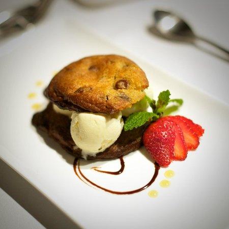 Florblanca Resort: Home made chocolate chip cookie ice cream sandwich