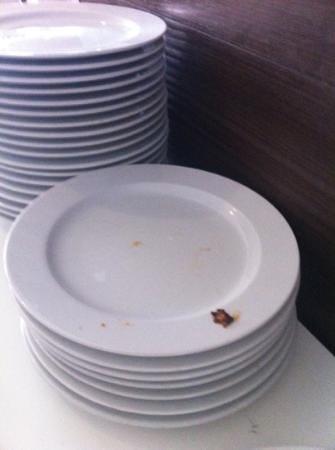 SENTIDO Rosa Beach : Plates dirty
