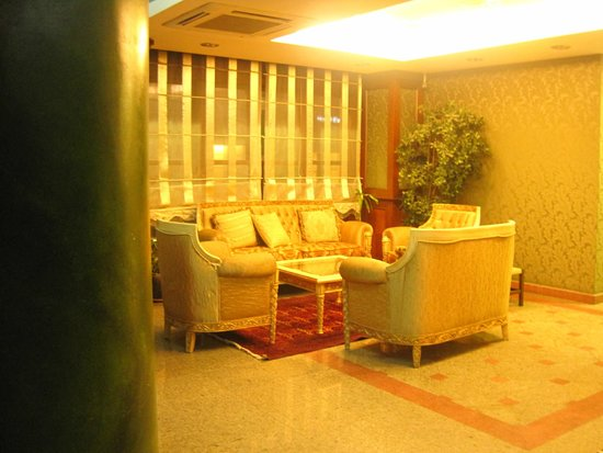 Hotel Sapphire: Part of hotel's lobby 2