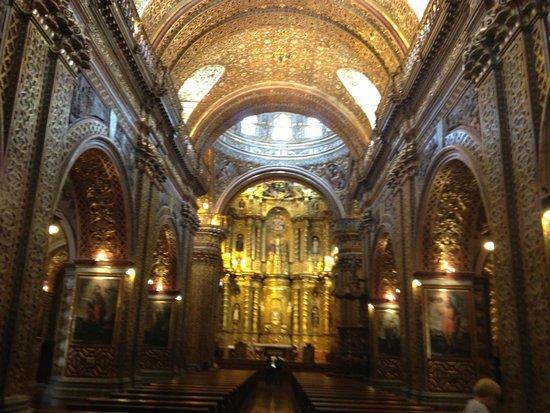 Quito Old Town : Fabulously gilded interior of La Iglesia de la Compañía de Jesús