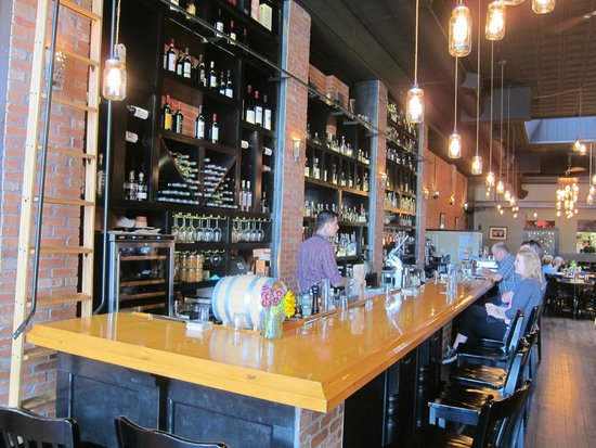 El Moro Spirits & Tavern: One of the longest bars in town
