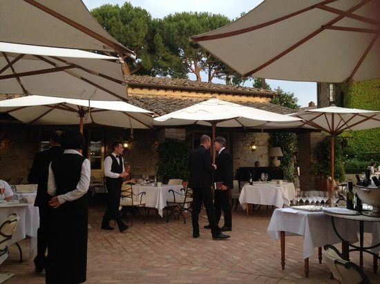 Hotel Borgo San Felice: Outside Dining at Dinner