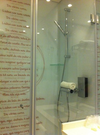 My Story Hotel Ouro: Doccia stanza 101