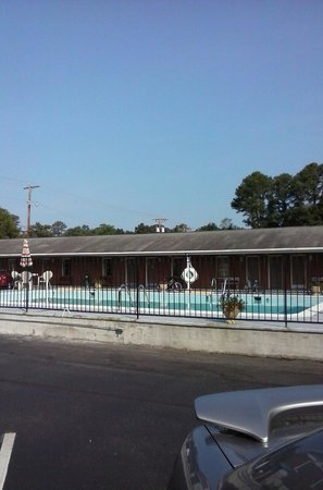 Rodeway Inn & Suites: Didnt use the pool but it appeared very clean, saw others enjoying it