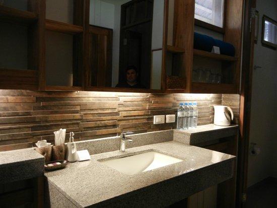 Phi Phi Island Village Beach Resort : Bathroom