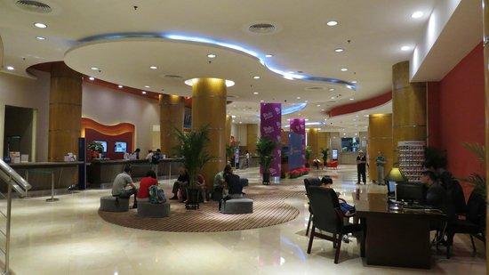 Novotel Xinqiao Beijing: Hotel lobby