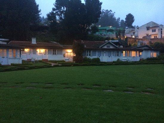 Taj Savoy Hotel, Ooty: Savoy in the evening