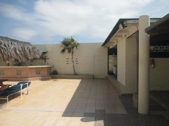Kite-Inn: The courtyard