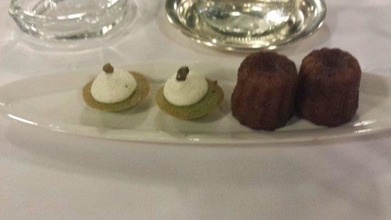Restaurant Claude Darroze: cannelés caoutchouteux