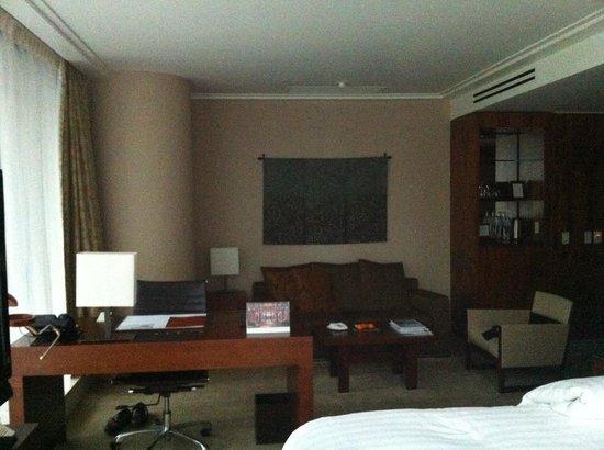 Shangri-La Hotel, Vancouver : Spacious Room