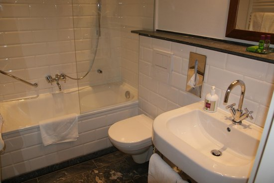 Hotel&Villa Auersperg: Bathroom.