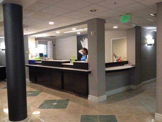 La Quinta Inn & Suites Tucson Airport: Front desk