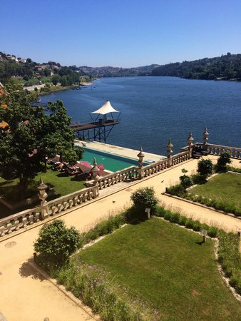 Pestana Palácio do Freixo : Piscine et vue sur le fleuve