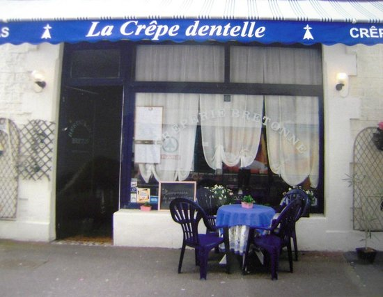 CREPE DENTELLE : photo de la terrasse et de l'entrée