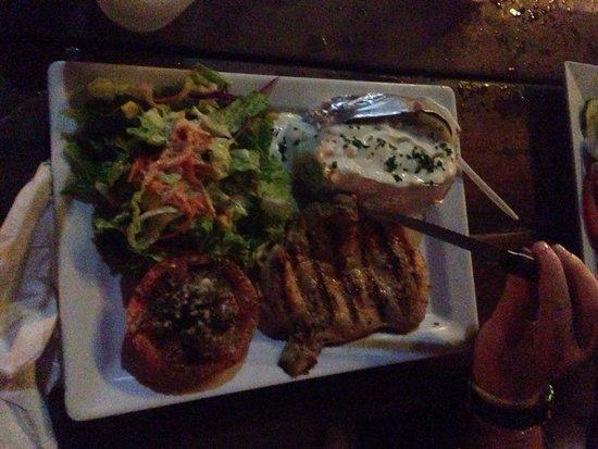 Calmos Cafe: Poulet avec sauce chien ( épice et citron) et pomme de terre crème fraîche en accompagnement