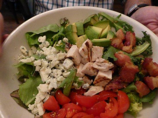La Bonne Soupe : Delicious Cobb Salad
