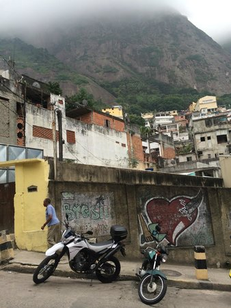 Varandas do Vidigal Hostel & Lounge: Down the street from our hostel