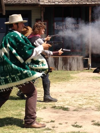 Boot Hill Museum : Gunfighters in action