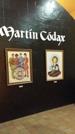 Bodegas Martin Codax: preciosa exposicon de cuadros