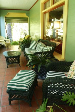 The Bissell House Bed & Breakfast: Spacious front porch for relaxing