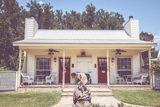 Serenity Farmhouse Inn: The front porch of our room.