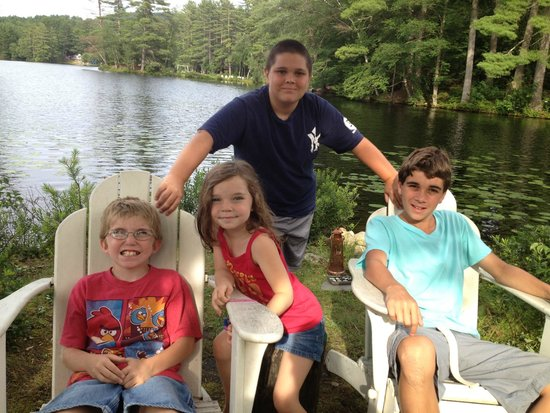 Lakeside Cottage Rentals: kids on the peninsula