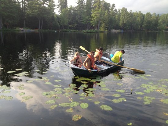 Lakeside Cottage Rentals: row boating