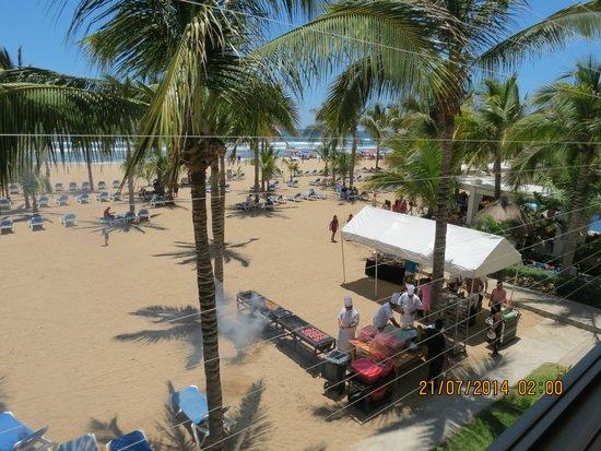 Hotel Riu Emerald Bay: Cocinando en la arena.