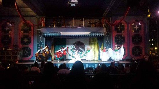 Hotel Riu Emerald Bay: Night Show