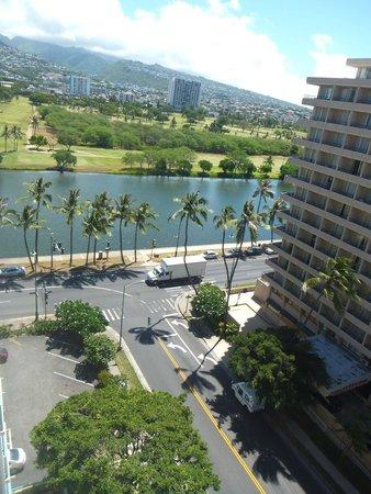 Aqua Aloha Surf Waikiki: 部屋から運河側の景色