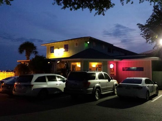 Shipp's Harbour Grill: The side of Shipps.