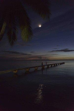Picard Beach Cottages: la jetée au crépuscule