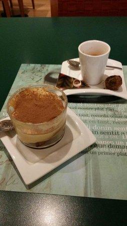 El Raco - Rambla Catalunya : Tiramisu cake and espresso arrived with chocolate ball