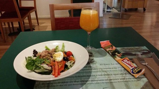 El Raco - Rambla Catalunya : Tuna salad squeezed orange juice,  approximately 6 euro for salad,  3 euro for juice
