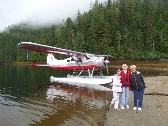 Island Wings Air Service : Landing