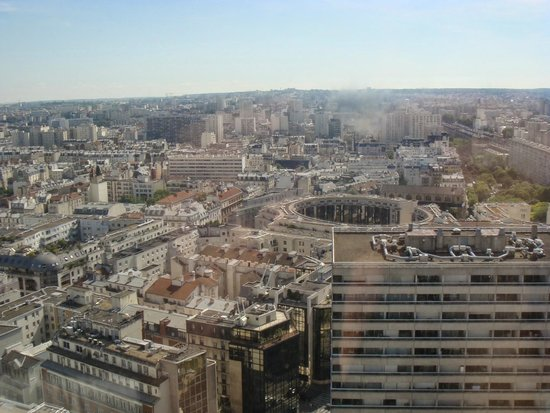 Pullman Paris Montparnasse: View from room on 18th Floor - Eiffel Tower was to the right but couldn't see it.